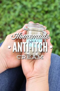 A simple and effective homemade anti-itch cream. This stuff works great on bug bites and plant sensitivities. No yucky ingredients. A simple and effective homemade anti-itch cream. This stuff works gr Natural Home Remedies, Herbal Remedies, Health Remedies, Natural Skin Care, Natural Health, Natural Oil, Natural Foods, Anti Itch Cream, Weight Loss Meals