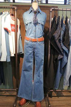 「Levi's(リーバイス)」で1960年代から70年代にかけて生産されていたオレンジタブが復活する。当時の若者向けに生産されていたラインで、ジーンズの後ろポケットに付くオレンジ色のタブが目印。およそ50年の時を経た2013年秋シーズンから「Levi's Vintage Clothing(リーバイス ビンテージ クロージング)」の新ラインとして登場する。