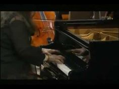 Robert Schumann: Piano Concerto opus 54 la minor, 3rd movement; Martha Argerich