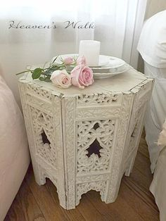 Living an beautifully inspired life in a boho shabby prairie chic vintage farmhouse in the country. Shabby Chic Pink, Shabby Chic Crafts, Vintage Shabby Chic, Shabby Chic Style, Shabby Chic Decor, Shabby Chic Furniture, Vintage Farmhouse, Furniture Sets, Shabby Chic Living Room