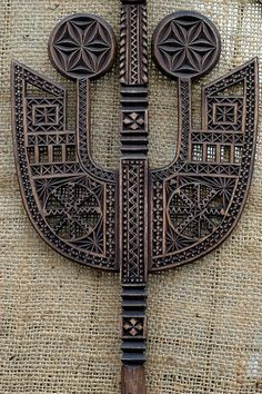 Carving of Wood. Chip Carving, Wood Carving, Metal Art, Wood Art, Flower Of Life, Wood Sculpture, Pyrography, African Art, Textures Patterns