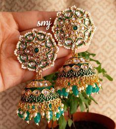 Gold Jhumka Earrings, Indian Jewelry Earrings, Fancy Jewellery, Head Jewelry, Jewelry Design Earrings, Gold Jewellery Design, Designer Earrings, Jewelery, Baby Krishna
