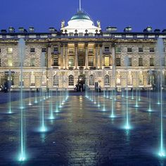 Yay @0dj2qz9imp1clr5 <3 Somerset House during the evening, mesmerising water features. What it appears like from a distance.
