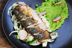 mackerel with fennel salad and pea puree