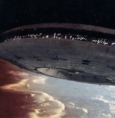 """Apple's new """"flying saucer"""" headquarters coming in for a landing in 2015 Science Fiction, Movie V, Sci Fi Tv Shows, Art Articles, Sci Fi Ships, Flying Saucer, Futuristic Cars, Sci Fi Movies, Retro Toys"""
