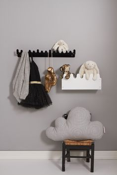 For pretty little ballerinas! Endless possibilities for decoration and storage www.roommate.dk #roommatedk #storage