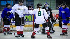 Döntetlen a hazai Global Girls' Game-en Ice Hockey Teams, Games For Girls, Detroit, Sports, Tops, Fashion, Hs Sports, Moda, Fashion Styles