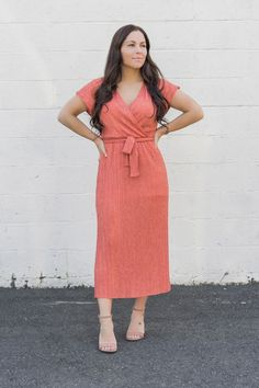 There's no other color that grabs your attention quite like our Ginger Spice Coral. If the color alone doesn't make you swoon then it's flattering silhouette will! Featuring a wrap style look with a front tie belt, makes it perfect for any size and shape. Cute Summer Outfits, Spring Outfits, Casual Outfits, Fashion Group, 50 Fashion, Fashion Guide, Fashion Women, Spring Fashion Casual, Spring Fashion Trends