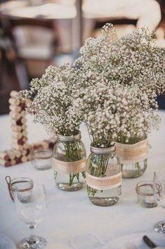 Centre de table mason jar fleuri Wedding Centerpieces Mason Jars, Wedding Table Centerpieces, Centerpiece Decorations, Flower Centerpieces, Wedding Decorations, Wedding Ideas, Wedding Details, Flower Vases, Wedding Tables