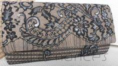 Carteira nellfernandes em renda preta francesa sobre seda francesa caqui. Tamanho: 25 x 14.