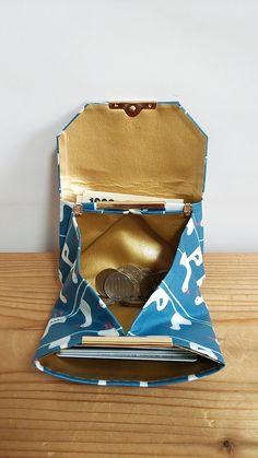 ラミネートの小さなお財布☆ダック(ブルー) | ハンドメイドマーケット minne Minne, Leather Craft, Lunch Box, Crafts, Leather Crafts, Manualidades, Bento Box, Handmade Crafts, Craft