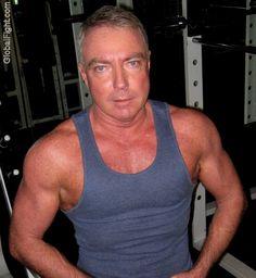 gay gym muscleman workout bar