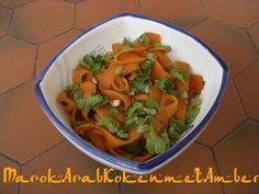 Tagliatelle zijn een lange soort Italiaanse pasta dit is een variatie daarop.Het zijn tagliatelle gemaakt van dunne repen wortel en verwerkt tot een warme salade.Niet alleen d