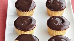 Éclair Cupcakes Cupcakes made using creamy vanilla custard and topped with chocolate ganache gives you a mouth-watering dessert – perfect for a crowd.