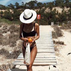 Beach ready - bags for your summer holiday Beach Pink, Beach Bum, Summer Beach Hats, Summer Sunset, Summer Bags, Outfits Casual, Summer Outfits, Photography Beach, Fitness Photography