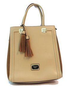 Com um designe elegante e muito charmosa essa bolsa vai conquistar…