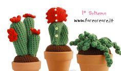 Tre modelli di piante grasse a uncinetto con le istruzioni in italiano; completamente diverse per dimensioni e forma ma tutte bellissime, e che, messe insieme e con colori diversi pos...