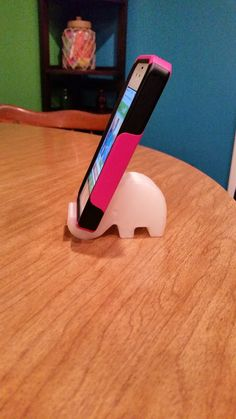 Elephant Phone Holder (No supports required) by bmyburgh. Based on a design by unfilterd.