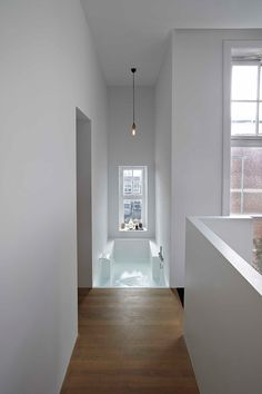 Tub in an Amsterdam Canal house by Witteveen Architects - Photo by Herman van Heusden