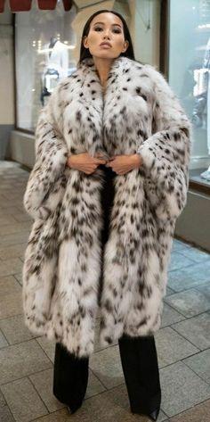 Cute Prom Dresses, White Fur, Fur Fashion, Style Guides, Faux Fur, Cute Animals, Beautiful Women, Fur Coats, How To Wear