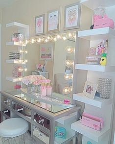 Surprise Tween and Teenage Girl Bedroom Ideas [+Makeover]  #teenagegirlbedroomideas #teenagegirlbedroomideasdiy #teenagegirlbedroomideassmall #teenagegirlbedroomideasdreamrooms #teenagegirlbedroomideasteal #teenagegirlbedroomideasgray #teenagegirlbedroomideasblue #teenagegirlbedroomideasdecoration #teenagegirlbedroomdiy #teenagegirlbedroomcolorschemes #teenagegirlbedroomthemes #teenagegirl #teenagegirlroom #girlbedroomideas #girlbedroomideastween #girlbedroomideaslittle #girlbedroomideasteenager Love Dream, Lunch Room, Teen Bedroom, Bedroom Decor, Dream Rooms, Small Spaces, Salons, Small Living Spaces, Lounges