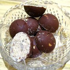 60 day keto diet plan 7 day… #ketodietplan Chocolate Fat Bombs, Chocolate Cups, Melting Chocolate, Keto Diet Book, Best Keto Diet, 7 Keto, Keto Taco, Keto Foods, Desserts Keto