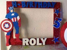 marco de fotos para tematica capitan america Superman Birthday Party, Avengers Birthday, 4th Birthday Parties, Superhero Party, Captain America Photos, Captain America Party, Captain America Birthday, Party Photo Frame, Party Frame