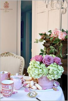 ValentineTeahallway ~ fabulously beautiful tea table set for a best friends' tea. From Lidy Baars at FrenchGardenHouse... {sigh!}