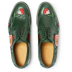 Gucci Appliquéd Leather Wingtip Brogues ($1,250) ❤ liked on Polyvore featuring men's fashion, men's shoes, men's oxfords, mens wing tip shoes, mens wingtip shoes, mens floral shoes, mens brogue shoes and mens floral print shoes