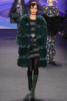 Joan Smalls for Anna Sui fall/winter 2014 collection - New York fashion week Anna Sui, New York Fashion, Runway Fashion, Fashion Show, Fashion Outfits, Fashion Design, Fashion Weeks, Winter Fashion, New Yorker Mode