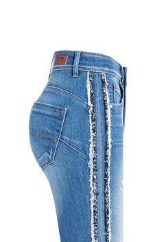 Costura Fashion, Fashion Design Portfolio, Lace Leggings, Denim Ideas, Embellished Jeans, Love Jeans, Fashion Sewing, Girls Jeans, Salsa