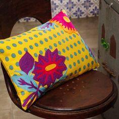 Capa de Almofada bordada a mão Al Polka Flower Amarelo - R$129 @alfaiascasa #indian