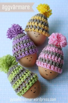 Tiny Hats for your Amigurumi or Egg Warmers Free Crochet Pattern ( Scroll Down for the Englis version) http://pysseldrommar.com/2014/03/20/virkade-aggvarmare-gratis-monster/