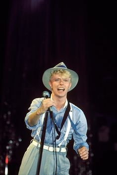 David Bowie performing at Madison Square Garden in New York City on July 27 1983 Young And Beautiful, Beautiful Men, I Already Miss You, David Bowie Pictures, David Bowie Starman, Ziggy Stardust, Rock Legends, David Jones, Hermione