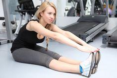 Prøv denne rutinen for å strekke ut hele kroppen - Veien til Helse Yoga Pilates, Back Pain, Crossfit, Muscles, Gym Equipment, Health Fitness, Exercise, Workout, Sports
