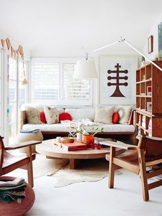 Minimal Bohemian Living Rooms (Mark & Luella Tuckey home via The Design Files) Bohemian Living Rooms, Home Living Room, Living Room Decor, Living Spaces, Living Area, Casa Retro, Sweet Home, The Design Files, Home Decor Inspiration