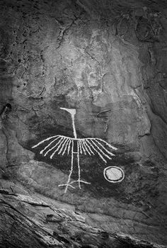 Wings of Stone--This heron petroglyph is located in an isolated and rarely visited area in the Colorado Plateau, so it has not suffered any vandalism. It has about an 8 ft. length and a wingspan Art Rupestre Native Art, Native American Art, Art Rupestre, Cave Drawings, Art Ancien, Art Premier, Prehistory, Aboriginal Art, Ancient Artifacts