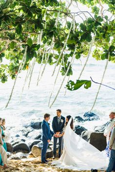 Photography : Jana Williams Photography Read More on SMP: http://www.stylemepretty.com/2016/10/25/tone-it-up-karena-dawn-hawaii-wedding/
