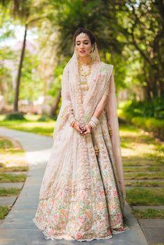Wedding Lehenga Designs, Lehenga Wedding, Designer Bridal Lehenga, Bridal Lehenga Choli, Floral Lehenga, Pink Lehenga, Indian Bridal Outfits, Indian Bridal Wear, Indian Designer Outfits