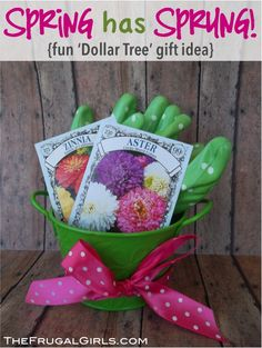 Sweet Little Gardening Gift Ideas for your favorite gardener! #diy #gifts #gardening