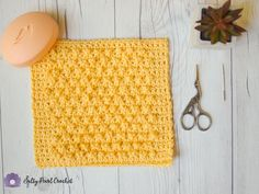 Easy crochet texture stitches like the Berry Stitch make excellent crochet dishcloth patterns! All Free Crochet, Unique Crochet, Learn To Crochet, Easy Crochet, Simply Crochet, Crochet Dishcloths, Crochet Yarn, Crochet Towel, Different Crochet Stitches