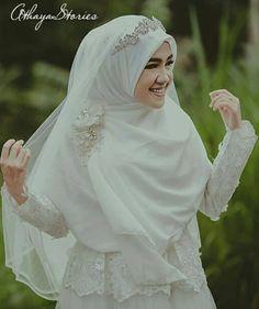 red and white gothic wedding dresses Kebaya Wedding, Muslimah Wedding Dress, Muslim Wedding Dresses, Muslim Brides, Dress Wedding, Diy Wedding, Weeding Dress, Muslim Dress, Trendy Wedding