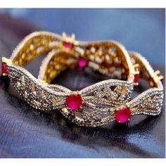 indian gold jewellery, diamond jewellery, temple jewellery, antique jewellery, ruby and emerald jewellery collection Emerald Jewelry, Diamond Jewelry, Gold Jewelry, Jewelry Shop, Fashion Jewelry, Jewelry Design, Antique Gold, Antique Jewelry, Bangles