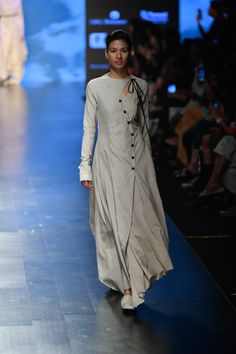 Complete collection: Integument at Lakmé Fashion Week summer/resort 2019 Indian Fashion Trends, Indian Designer Outfits, Ethnic Fashion, Designer Dresses, Women's Fashion, Fashion Videos, Street Fashion, Kurta Designs Women, Kurti Neck Designs