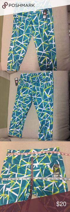 """Cropped Workout Leggings Teal geo Print Old navy Active compression cropped leggings in a """"go-dry"""" material. Super cute to start off your New Years Resolution! Offers are welcomed and I love to bundle so check out the rest of my closet and no Trades or holds please. Old Navy Pants Leggings"""