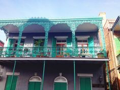 #usa #america #us #northamerica #louisiana #neworleans #nola #crescentcity #frenchquarter #architecture #typical #balcony #beautiful #green #house by minniepac