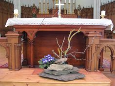 Altar Flowers, Church Flower Arrangements, Church Flowers, Floral Arrangements, Church Altar Decorations, Contemporary Flower Arrangements, Altar Design, Holy Thursday, Lenten