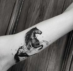 When it comes to tattoos, you have to be smart in selecting a tattoo for yourself. These Tattoos are complex and so unique. Checkout these tattoo styles and enjoy your time with Vincisjournal. Small Horse Tattoo, Horse Tattoo Design, Arrow Tattoo Design, Tattoo Designs, Little Tattoos, Cute Tattoos, Body Art Tattoos, Small Tattoos, Tattoo Now