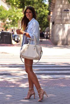 trendy_taste-street_style-look-outfit-hoss_intropia-sandalias_nude-nude_sandals-denim_shirt-camisa_vaquera-flower_shorts-shorts_flores-vince_camuto-bag-bolso-agatha_paris-tiffany&co-8 by Trendy Taste, via Flickr