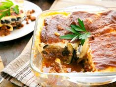Here's a no-grain moussaka recipe that doesn't skimp on flavor and taste, only from Dr. Tiropita Recipe, Mousaka Recipe, Greek Recipes, Baby Food Recipes, Baking Recipes, Minced Meat Dishes, Wholesome Baby Food, Eggplant Lasagna, Cuisine Diverse